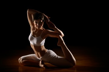 POWER YOGA BENEFICHE CONTORSIONI