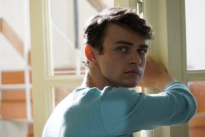 Thomas Doherty è Zander, il creativo coreografo che porta Freedance in scena a Broadway