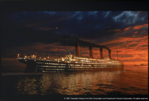 Nessuno studio cinematografico era sufficientemente grande per ospitare i set di Titanic. Così, James Cameron compra una spiaggia in Messico e lì posiziona la vasca per accogliere il suo Titanic